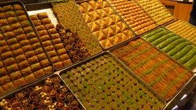 Διαφορετικοί τύποι Baklava που πωλούνται στο καρύκευμα Bazaar στοκ εικόνα με δικαίωμα ελεύθερης χρήσης