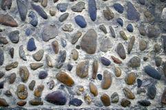 Διαφορετικό αμμοχάλικο χρωμάτων στο δρόμο concreat στοκ εικόνα με δικαίωμα ελεύθερης χρήσης