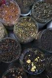 Διαφορετικό πράσινο και μαύρο τσάι ελίτ ποικιλιών Στοκ Φωτογραφία