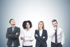 Διαφορετικό 'brainstorming' επιχειρησιακών ομάδων, γκρίζο στοκ εικόνα με δικαίωμα ελεύθερης χρήσης