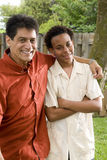 Διαφυλετικοί πατέρας και γιος Στοκ φωτογραφίες με δικαίωμα ελεύθερης χρήσης