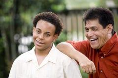Διαφυλετικοί πατέρας και γιος Στοκ Φωτογραφίες