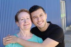 Διαφυλετικό ζεύγος με μια σημαντική διαφορά ηλικίας στοκ εικόνες
