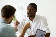 Διαφωνία επιχειρηματιών αφροαμερικάνων που συζητά κατά τη διάρκεια του negotia στοκ φωτογραφίες με δικαίωμα ελεύθερης χρήσης