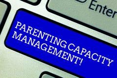 Διαχείριση ικανότητας Parenting κειμένων γραψίματος λέξης Επιχειρησιακή έννοια για τη δυνατότητα γονέων να προστατεύσει τα παιδιά στοκ φωτογραφίες
