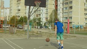 Διαχειριζόμενες δεξιότητες σφαιρών άσκησης παικτών Streetball απόθεμα βίντεο