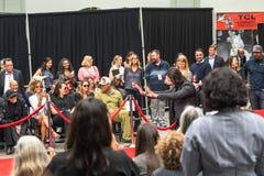 Διαχειριστές του Keanu Handprints και ίχνη δράστη που τσιμεντάρονται στη λεωφόρο Hollywood στοκ εικόνες
