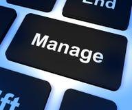 Διαχειριστείτε το κλειδί που παρουσιάζει τη διαχείριση και επίβλεψη ηγεσίας στοκ φωτογραφία