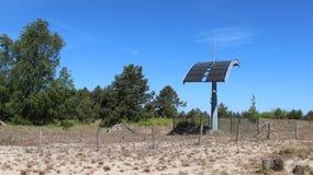 Διαχωριστική γραμμή μεταξύ της Πολωνίας και της Γερμανίας με τη ηλιακή ενέργεια Στοκ Φωτογραφία