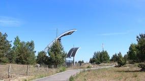 Διαχωριστική γραμμή μεταξύ της Πολωνίας και της Γερμανίας με τη ηλιακή ενέργεια Στοκ Εικόνες