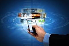 Διαδίκτυο στην έξυπνη τηλεφωνική έννοια Στοκ φωτογραφία με δικαίωμα ελεύθερης χρήσης
