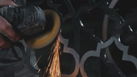 Διαδικασία ένα διακοσμητικό προϊόν μετάλλων: σφυρηλατημένο μέταλλο φιλμ μικρού μήκους