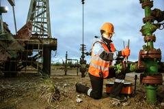 Διαδικασία εργασίας στην πετρελαιοπηγή στοκ εικόνες