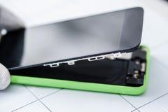 Διαδικασία της κινητής τηλεφωνικής επισκευής Στοκ φωτογραφία με δικαίωμα ελεύθερης χρήσης
