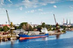Διαδικασίες φόρτωσης στο λιμένα Στοκ φωτογραφίες με δικαίωμα ελεύθερης χρήσης