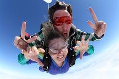 Διαδοχικό μεγάλο κεφάλι ελεύθερων πτώσεων με αλεξίπτωτο Στοκ Εικόνες