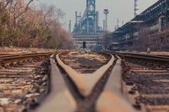 Διαδρομές και εργοστάσιο Στοκ φωτογραφία με δικαίωμα ελεύθερης χρήσης