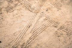 Διαδρομές ροδών στο βρώμικο δρόμο Στοκ εικόνα με δικαίωμα ελεύθερης χρήσης