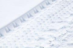 Διαδρομές ροδών στο φρέσκο χιόνι Στοκ φωτογραφία με δικαίωμα ελεύθερης χρήσης