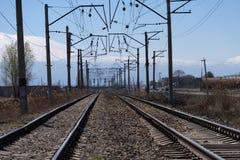 Διαδρομές σιδηροδρόμου στην Αρμενία με το βουνό Ararat στο υπόβαθρο Στοκ Φωτογραφίες