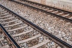 Διαδρομές σιδηροδρόμων στο αμμοχάλικο στοκ φωτογραφίες με δικαίωμα ελεύθερης χρήσης