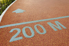 Διαδρομή αθλητών 200 μέτρο για να πάει στοκ εικόνες