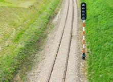 Διαδρομή και σηματοφόρος σιδηροδρόμου στοκ φωτογραφία
