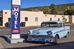 Διαδρομή 66, Ουίλιαμς, αυτοκίνητο παλαιός-χρονομέτρων, σημάδι μοτέλ στοκ φωτογραφία με δικαίωμα ελεύθερης χρήσης