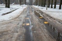 Διαδρομή ροδών αυτοκινήτων στο χιόνι Στοκ Φωτογραφία