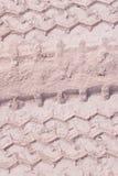 Διαδρομή ροδών που τρέχει μέσω της άμμου, που χρησιμοποιείται ως υπόβαθρο Στοκ Εικόνες