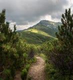 Διαδρομή στην αιχμή βουνών Στοκ Εικόνα