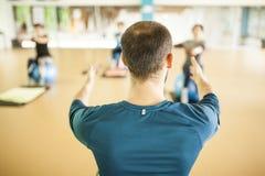 Διδασκαλία ατόμων pilates στοκ εικόνα με δικαίωμα ελεύθερης χρήσης