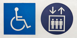 Διεθνές σύμβολο της πρόσβασης και σύμβολο ανελκυστήρων στοκ φωτογραφία με δικαίωμα ελεύθερης χρήσης