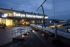 Διεθνής αερολιμένας του Τόκιο στο χρόνο πρωινού Στοκ Εικόνα