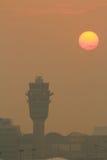 Διεθνής αερολιμένας του HK στο βράδυ Στοκ Εικόνες