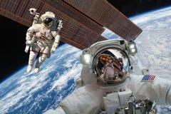 Διεθνής Διαστημικός Σταθμός και αστροναύτης Στοκ Εικόνες