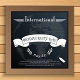 Διεθνής ημέρα βιοποικιλότητας με τη γη και την άσπρη κορδέλλα στον πίνακα ελεύθερη απεικόνιση δικαιώματος