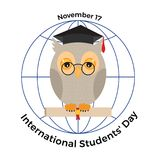 Διεθνής ημέρα σπουδαστών ` Κουκουβάγια σε μια βαθμολόγηση ΚΑΠ και ένα scro Στοκ φωτογραφίες με δικαίωμα ελεύθερης χρήσης