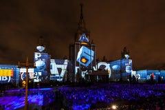 Διεθνής κύκλος φεστιβάλ της Μόσχας του φωτός η τρισδιάστατη χαρτογράφηση παρουσιάζει στο κρατικό πανεπιστήμιο της Μόσχας Στοκ φωτογραφία με δικαίωμα ελεύθερης χρήσης