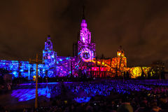 Διεθνής κύκλος φεστιβάλ της Μόσχας του φωτός η τρισδιάστατη χαρτογράφηση παρουσιάζει στο κρατικό πανεπιστήμιο της Μόσχας Στοκ Φωτογραφία