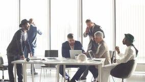 διεθνής συνεδρίαση Οι διαφορετικοί επιχειρηματίες μιλούν για το σφαιρικό πρόγραμμα φιλμ μικρού μήκους