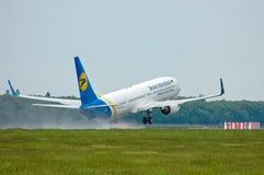 Διεθνείς αερογραμμές Boeing 737 της Ουκρανίας Στοκ φωτογραφία με δικαίωμα ελεύθερης χρήσης