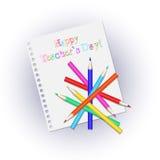 Διεσπαρμένα χρωματισμένα μολύβια σε ένα άσπρο σημειωματάριο φύλλων Επιγραφή ευτυχές Teachers& x27  Ημέρα Ελεύθερη απεικόνιση δικαιώματος