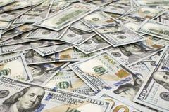 Διεσπαρμένο υπόβαθρο εκατό τραπεζογραμματίων dollas κοντά επάνω στοκ φωτογραφίες