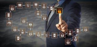 Διευθυντής που επιλέγει τον πιό πρόσφατο φραγμό σε Blockchain Στοκ Εικόνα