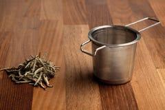 Διηθητήρας τσαγιού και χαλαρό τσάι Στοκ Φωτογραφία
