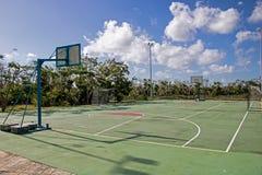 Δικαστήριο καλαθοσφαίρισης/ποδοσφαίρου στο θέρετρο Playa Paraiso στους κοκοφοίνικες Cayo, Κούβα στοκ φωτογραφία με δικαίωμα ελεύθερης χρήσης