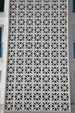 Δικτυωτά κάγκελα εξαερισμού στο ασιατικό ύφος Λεπτομέρεια του σπιτιού Στοκ Φωτογραφίες