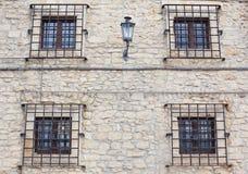 Δικτυωτά πλέγματα στα παράθυρα Στοκ φωτογραφία με δικαίωμα ελεύθερης χρήσης
