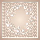 Δικτυωτό τετραγωνικό πλαίσιο με το στρογγυλό στεφάνι των λουλουδιών Τέμνον πρότυπο λέιζερ Στοκ φωτογραφία με δικαίωμα ελεύθερης χρήσης